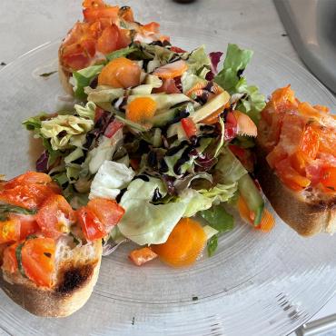 Bruscetta mit Salat
